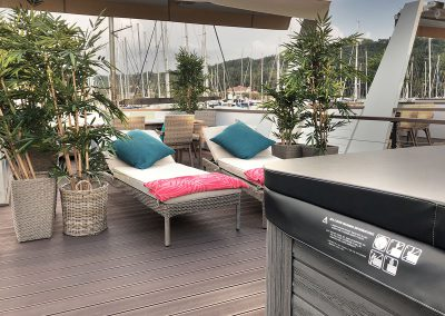 Terrace of the floating house Ana with a jacuzzi